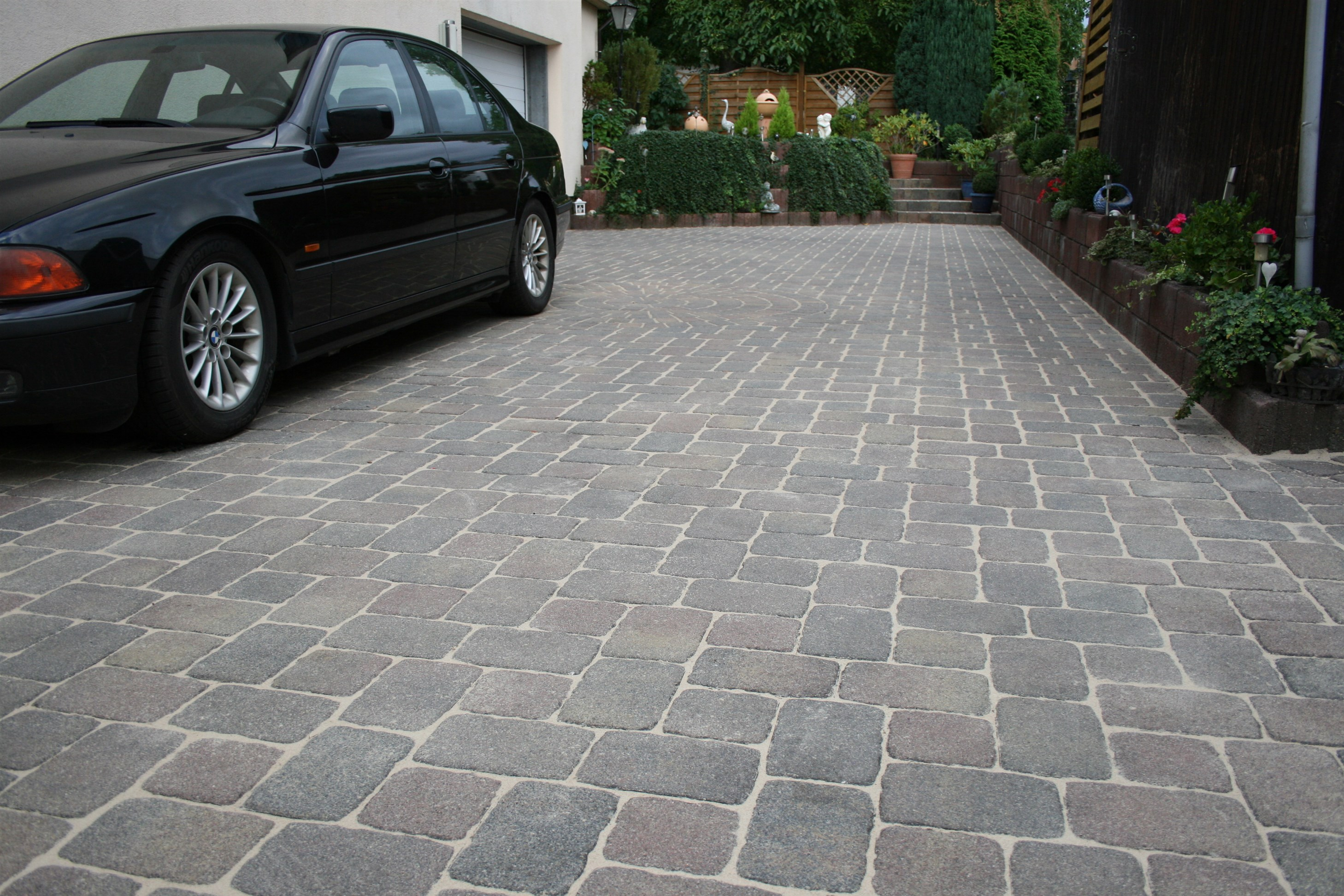 Innovative Romex jointing mortar for narrow paving stones and narrow joints